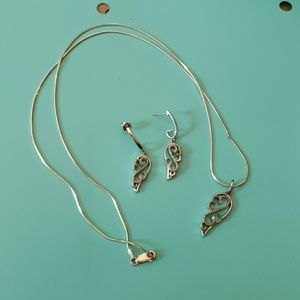 Jewelry - Women's necklace and earrings set
